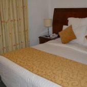 ワディムーサ村の快適な老舗ホテル Amra Palace