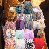 スカーフのコレクションが楽しくなるハンガー