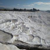 モコモコした「綿の城」パムッカレで温泉体験  (トルコ)